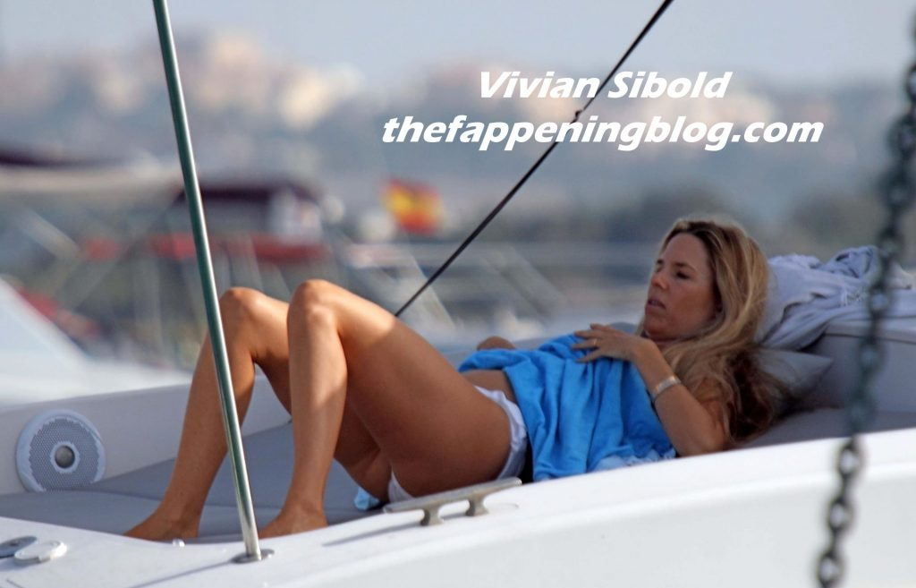 Nico Rosberg Packs on the PDA with Vivian Sibold in Formentera (53 Photos)