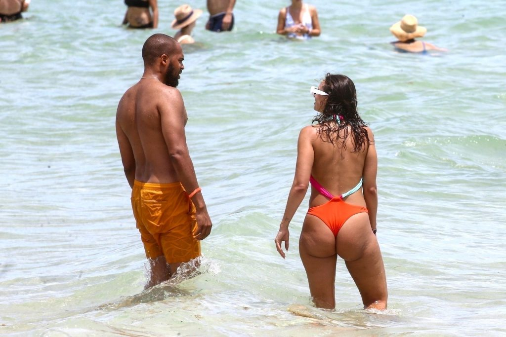 YesJulz Takes a Dip in the Water with Her Boyfriend (25 Photos)