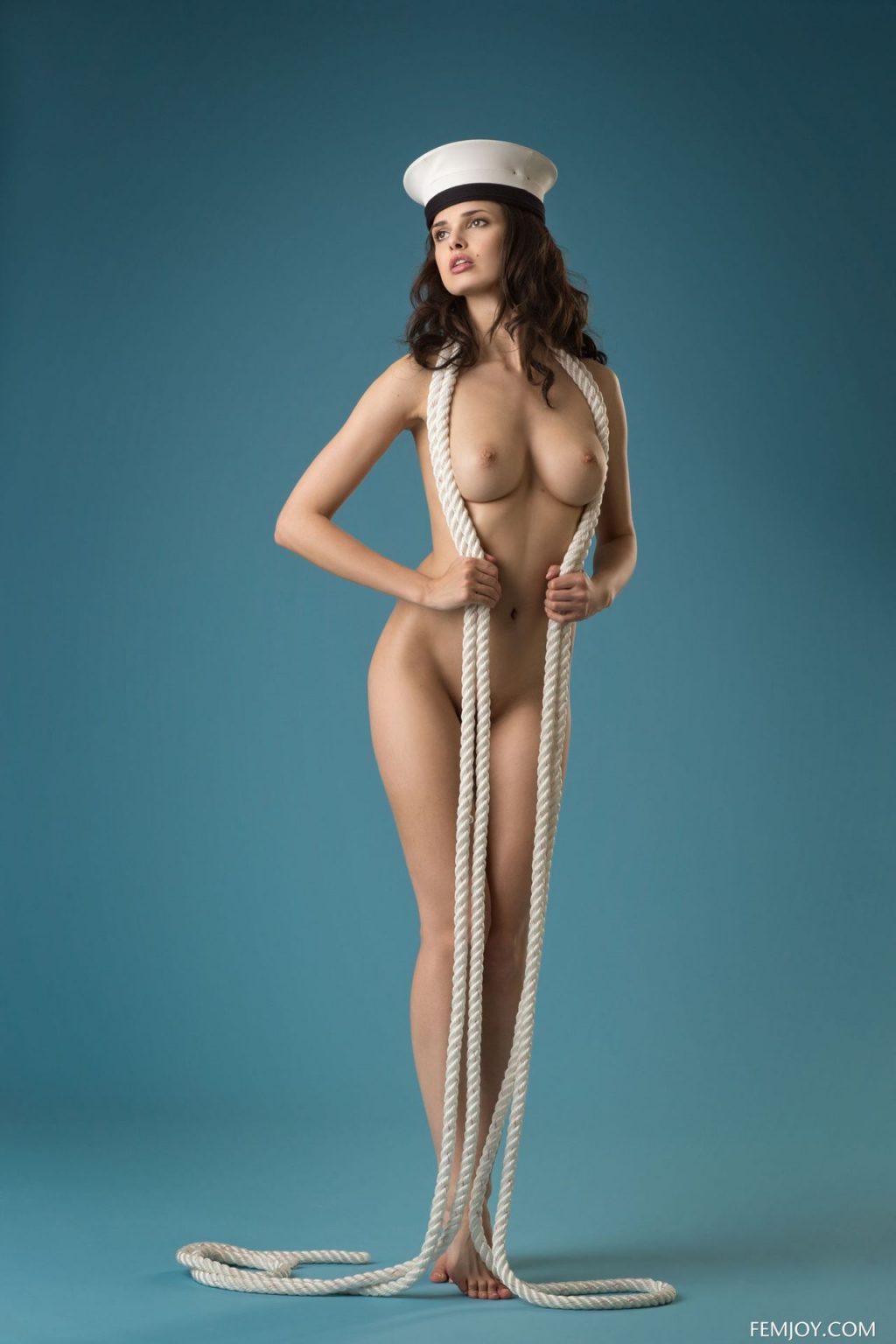 Zoi Gorman Nude – Throw Me A Rope (35 Photos)