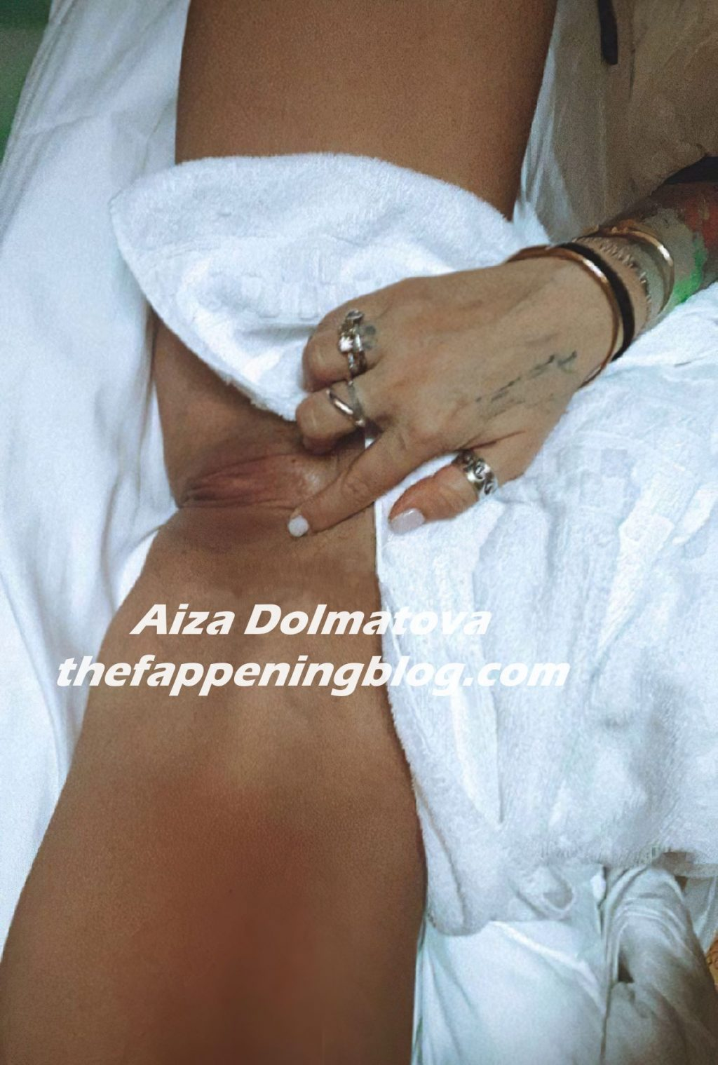 Aiza Dolmatova Shows Her Nude Pussy (1 Leaked Photo)