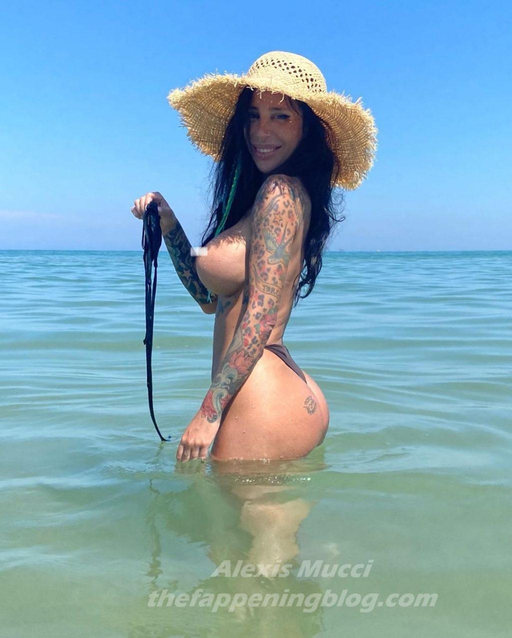 Alexis Mucci Nude & Sexy (12 Photos)
