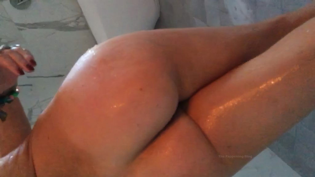 Bella Thorne Shows Her Fappening Pussy & Ass (28 Leaked Pics + Video)