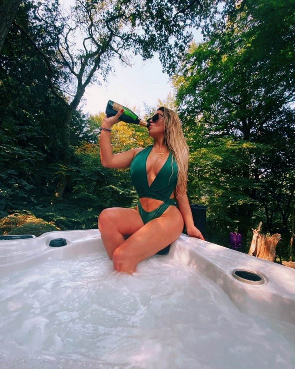 Bianca Gascoigne Shows Off Her Amazing Figure in a Green Swimsuit (13 Photos)