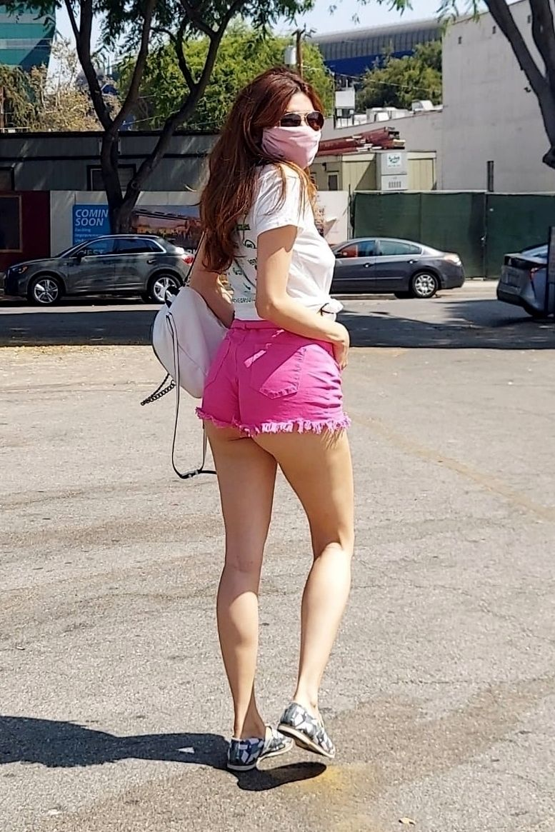 Blanca Blanco Rises Up Early for a Cup of Joe (30 Photos)
