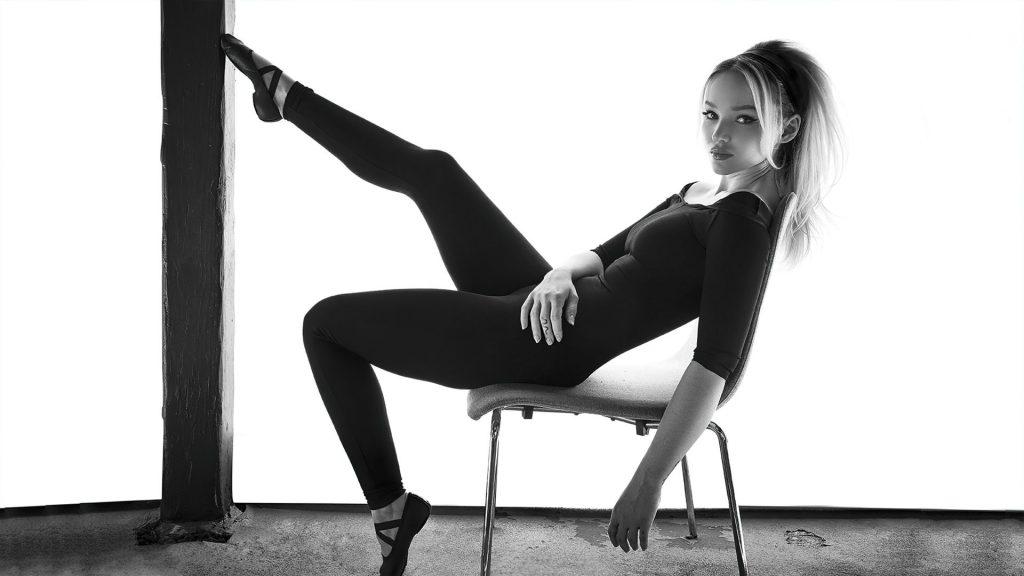 Dove Cameron Nude & Sexy – Story + Rain (10 Photos)