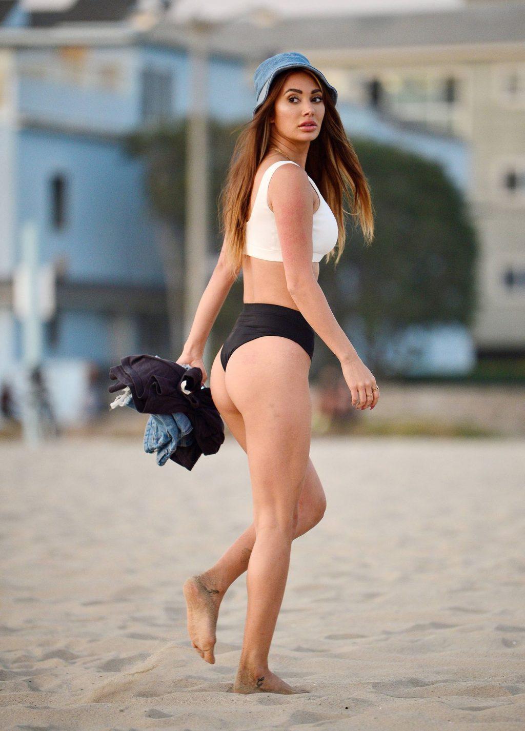 Francesca Farago Enjoys Bikini Fun at the Beach (17 Photos)