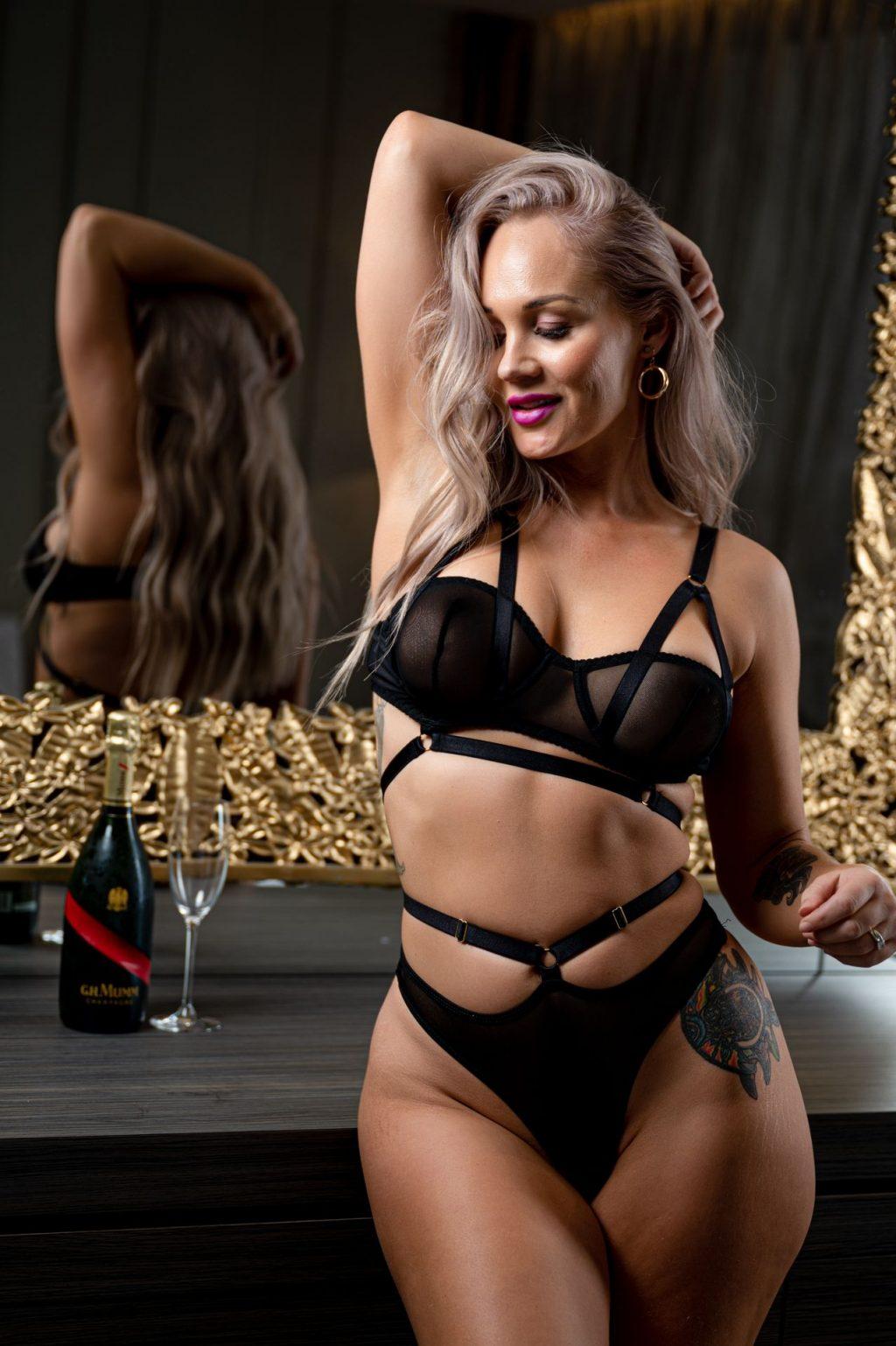 Lahnee Pavlovich Sexy (19 Photos)