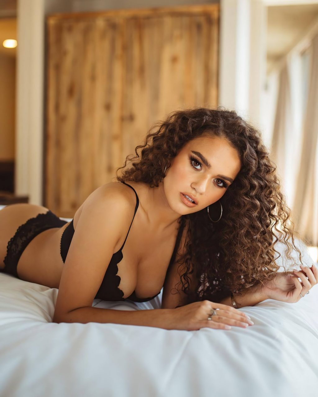 Madison Pettis Displays Her Sexy Body (9 Photos + Video)