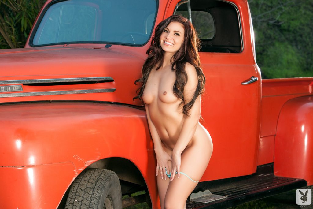 Mariela Henderson Nude – Hauling Out (51 Photos)