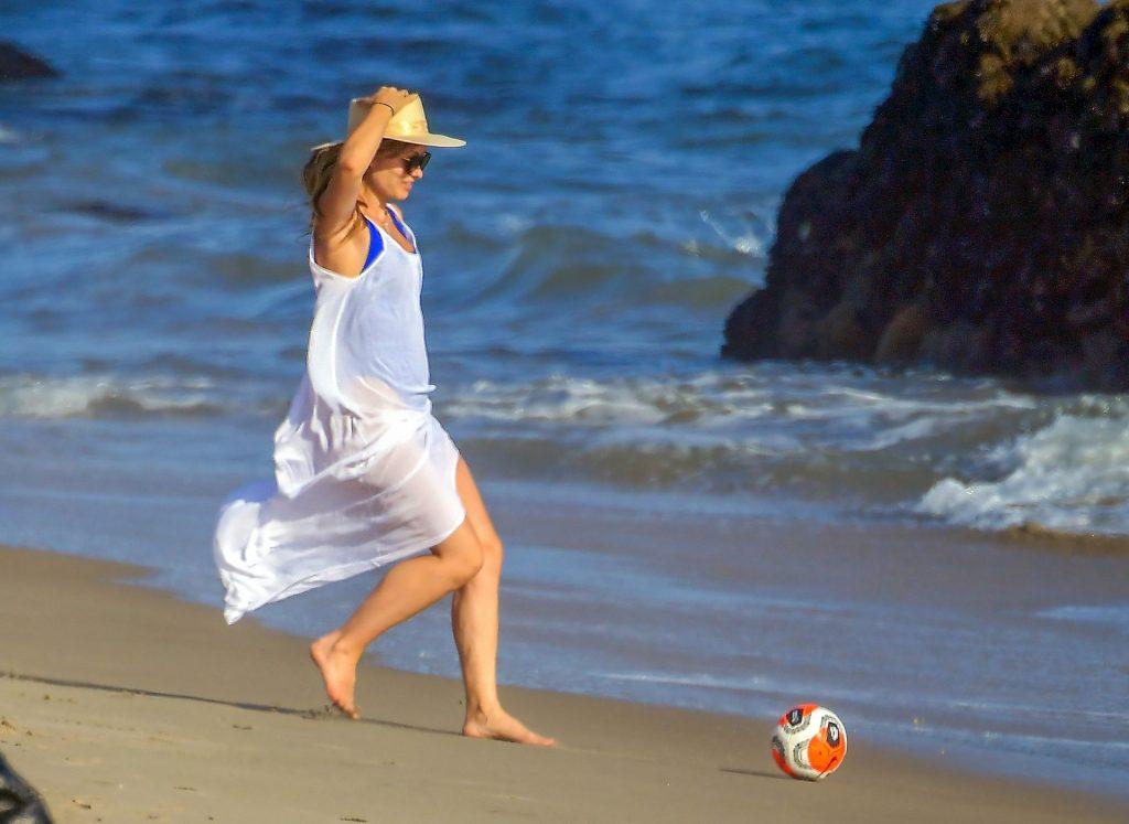 Leggy Olivia Wilde Enjoys a Day on the Beach (30 Photos)