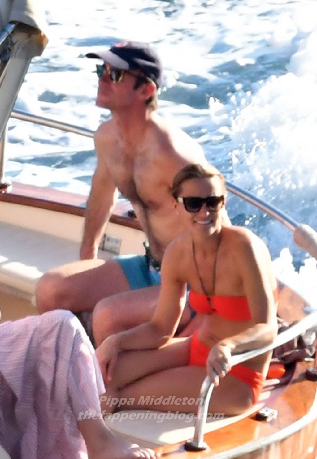 Pippa Middleton & James Matthews Enjoy Their Holiday in Positano (12 Photos)