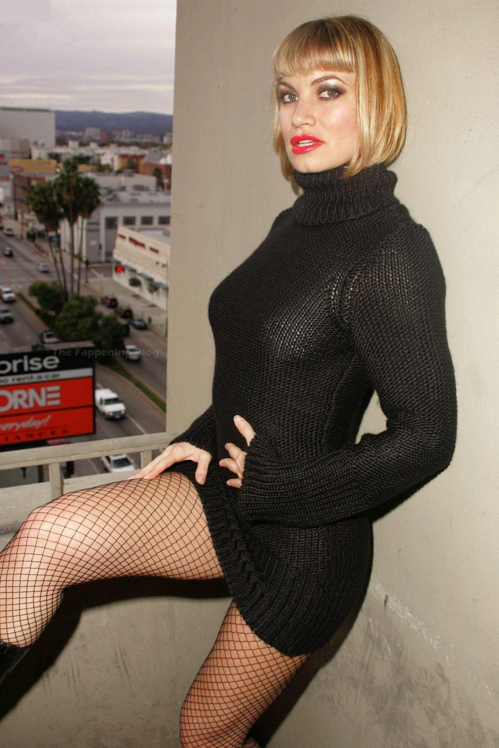 Rena Riffel Nude & Sexy (9 Photos + Videos)