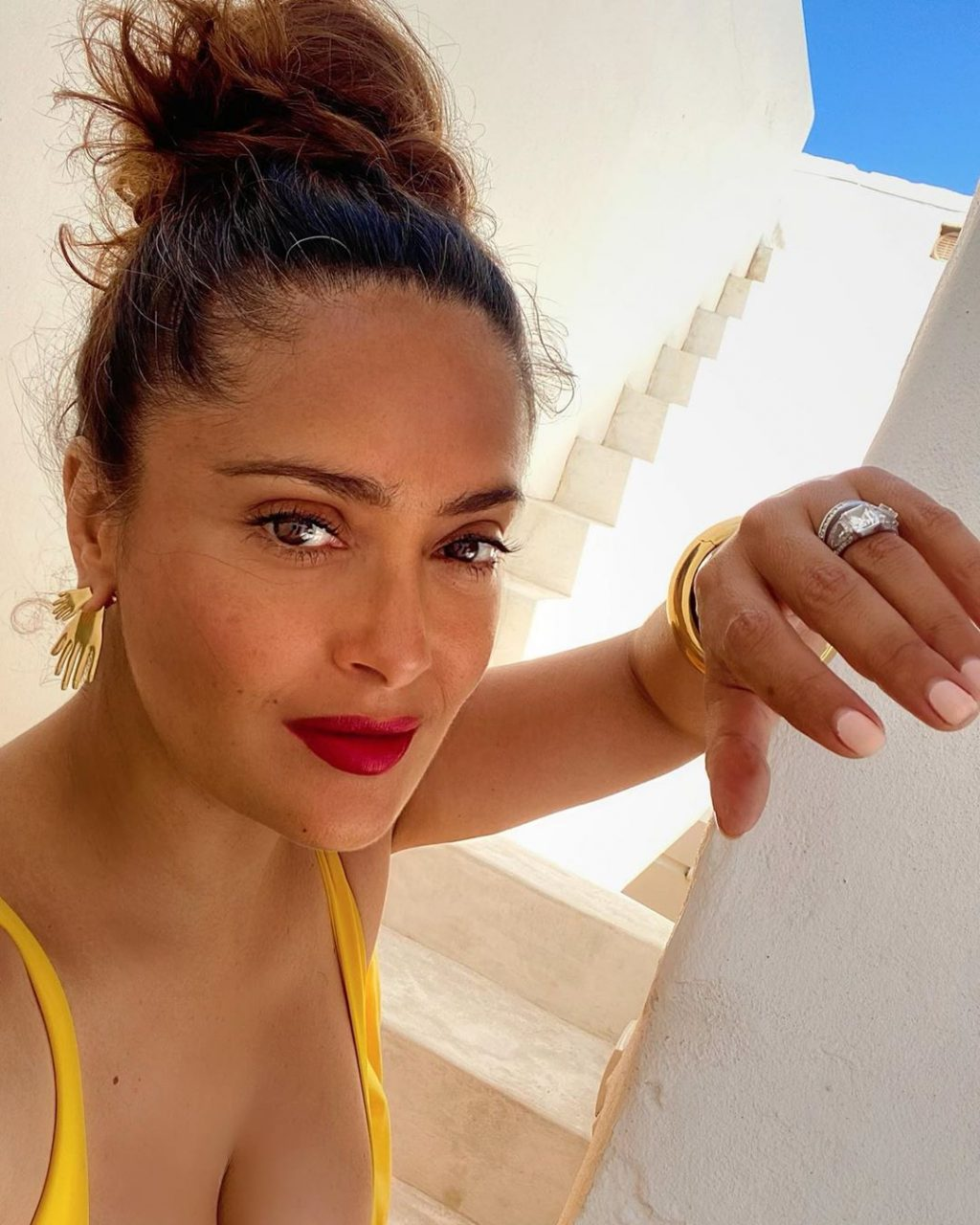 Salma Hayek Shows Her Sexy Body in Swimsuits (3 Photos)