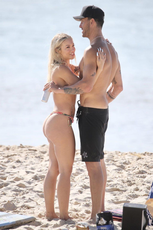 Tammy Hembrow & Matt Poole Enjoy a Beach Day in Currumbin (17 Photos)