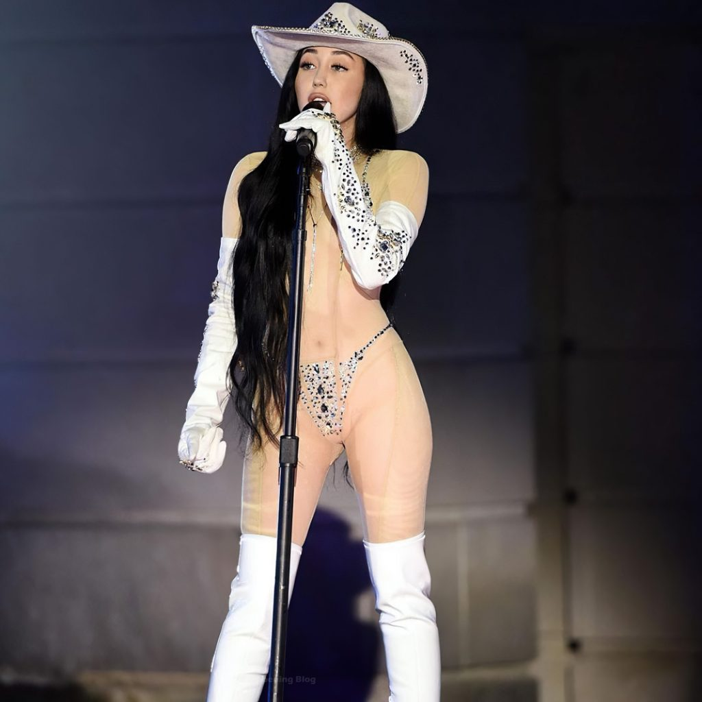Noah Cyrus Performs in a Sexy Outfit (9 Pics + Video)
