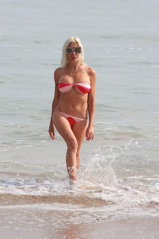Angelique Morgan Flaunts Her Sexy Bikini Body on the Beach (23 Photos)