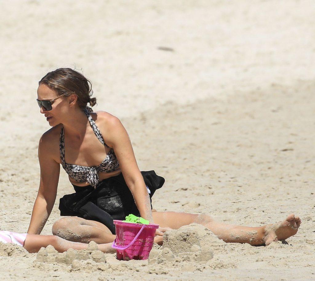 Natalie Portman Enjoys a Beach Visit in Australia (33 Photos)