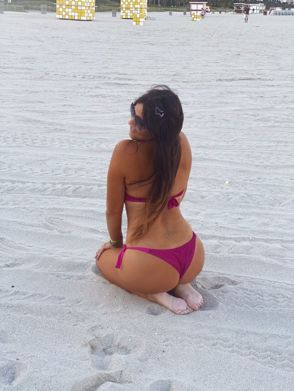 """Claudia Romani Promotes """"We Stay Conscious"""" on Miami Beach (16 Photos)"""