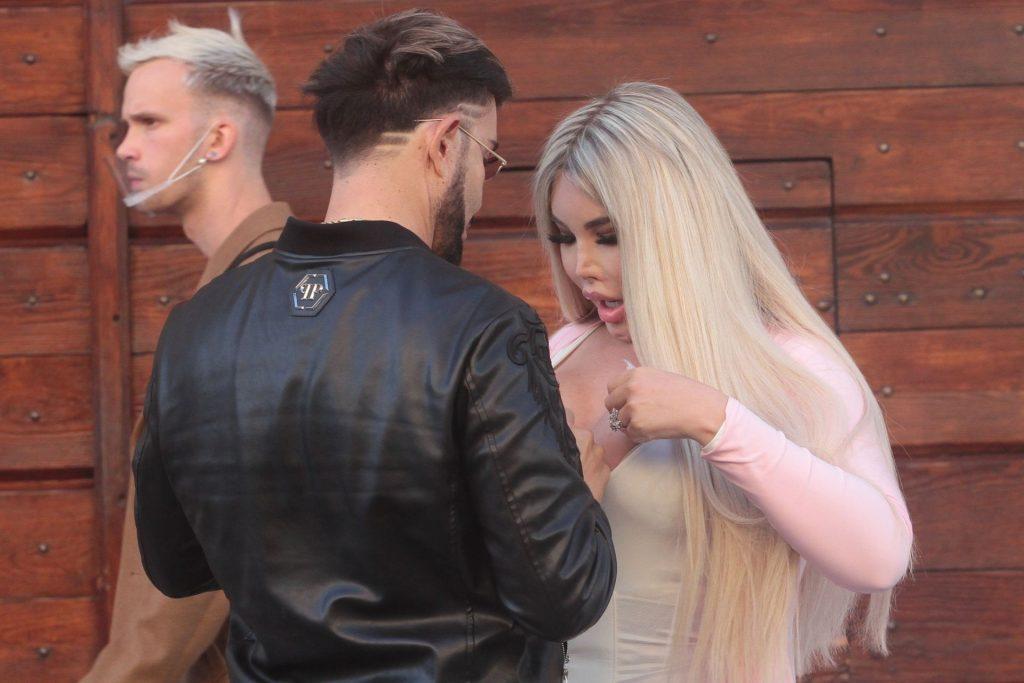 Jessica Alves Enjoys a Passionate Kiss in Milan (31 Photos)