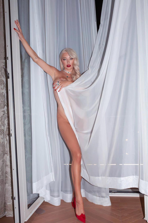 Caroline Vreeland Nude (3 New Photos)