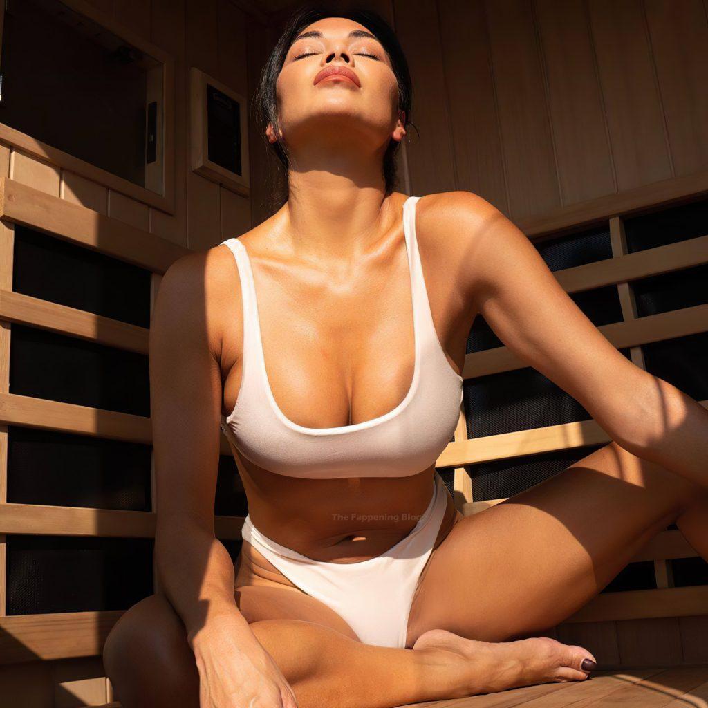 Nicole Scherzinger Shows Off Her Tits (4 Photos)