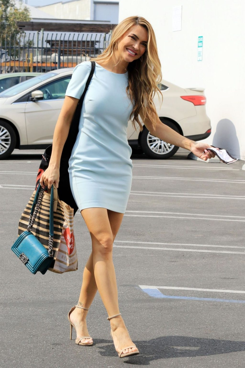 Chrishell Stause Arrives at the Dance Studio with Her Picture-perfect Smile (37 Photos)
