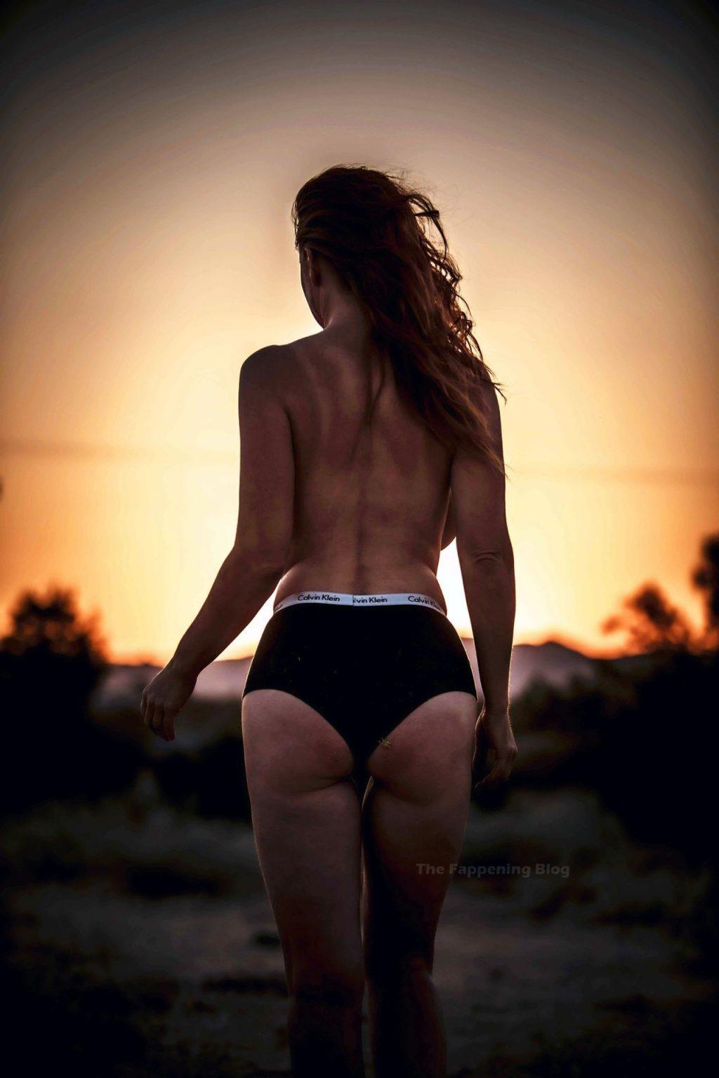Carrie Keagan Topless (4 Photos)