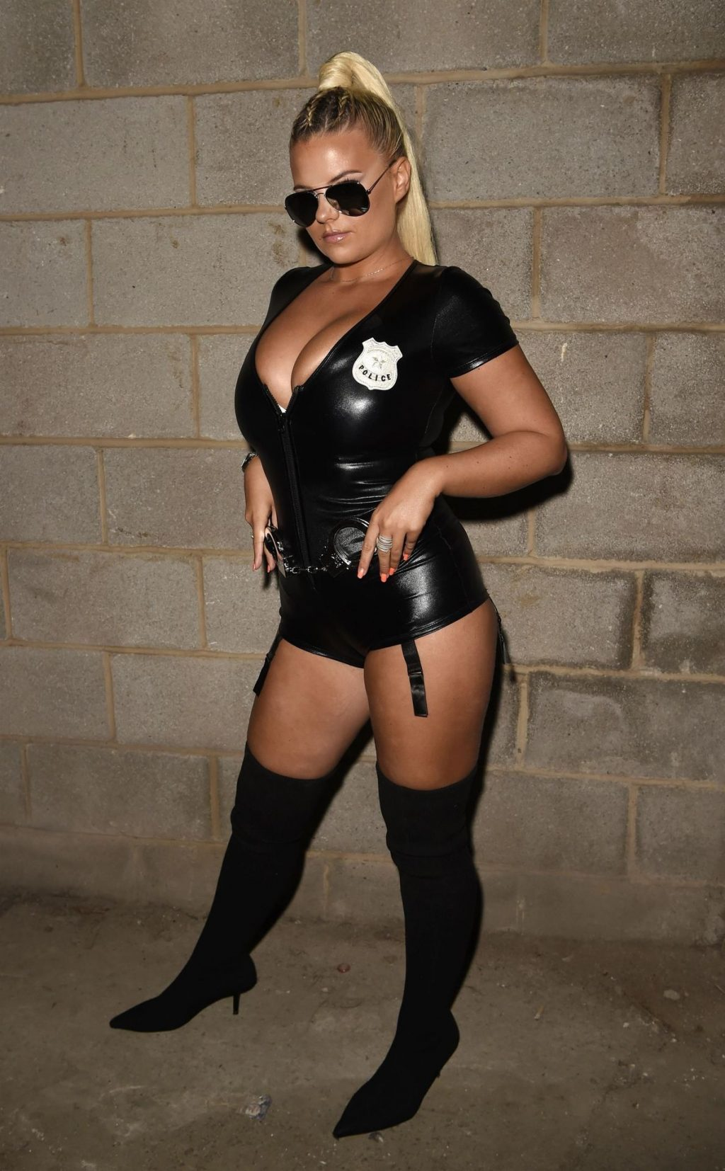 Apollonia llewellyn is Pictured Wearing a Sexy Halloween Police Outfit (33 Photos)