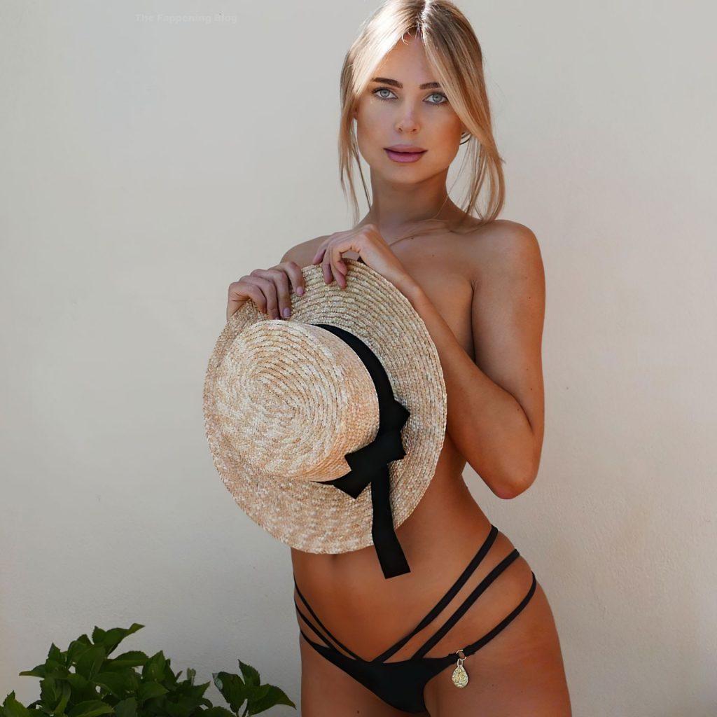 Kimberley Garner Sexy & Topless (8 Photos)
