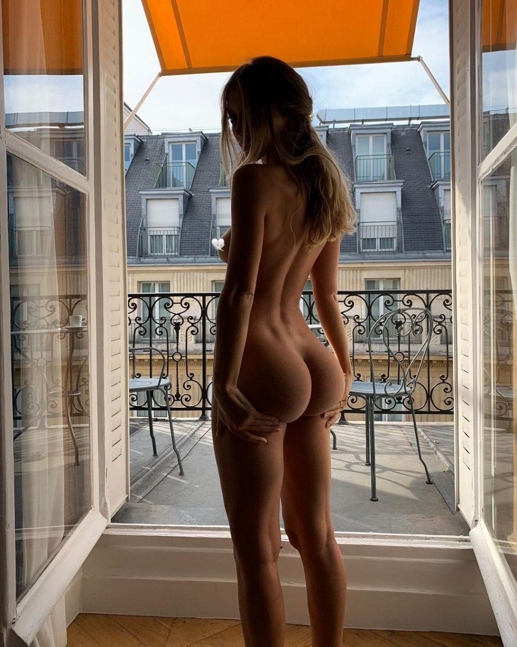 Mathilde Tantot Nude & Sexy (10 Photos)