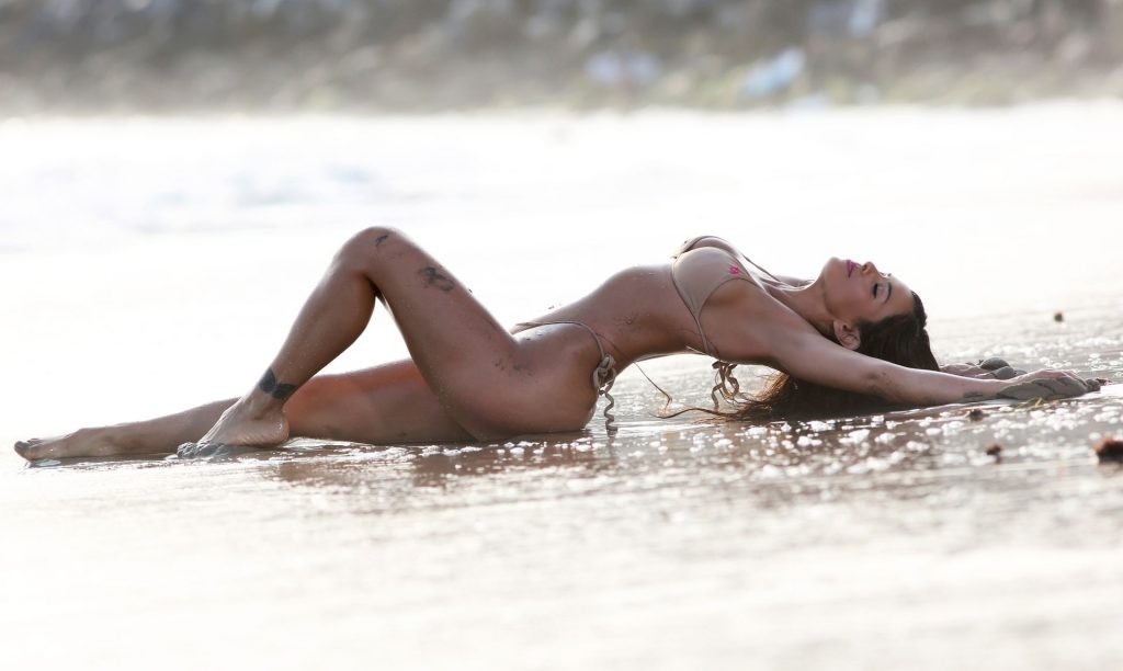 Val Fit Shows Off Her Sexy Curvy Body on the Beach (56 Photos)