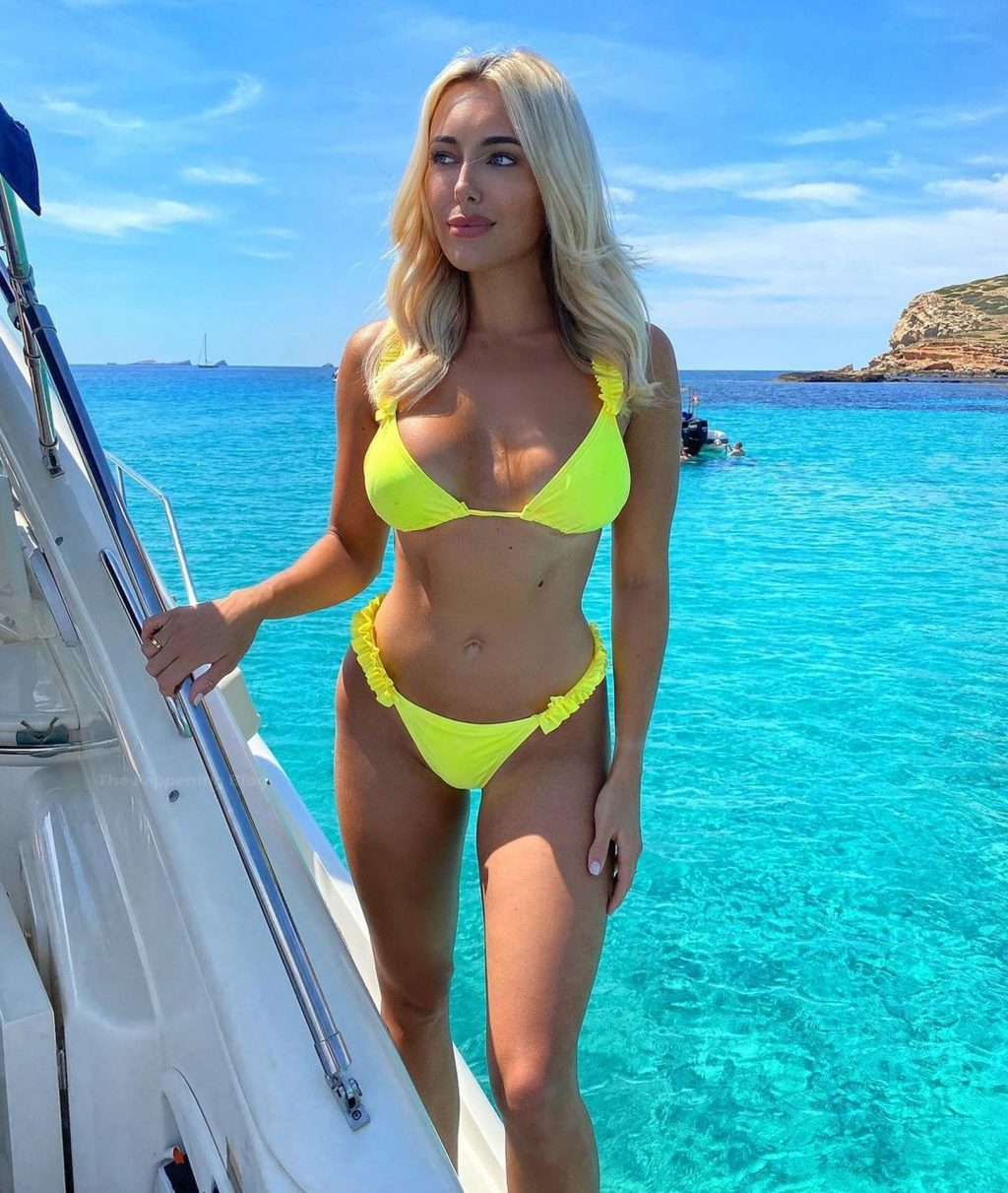 Amber Turner Enjoys a Day on the Beach in Crete (12 Photos)