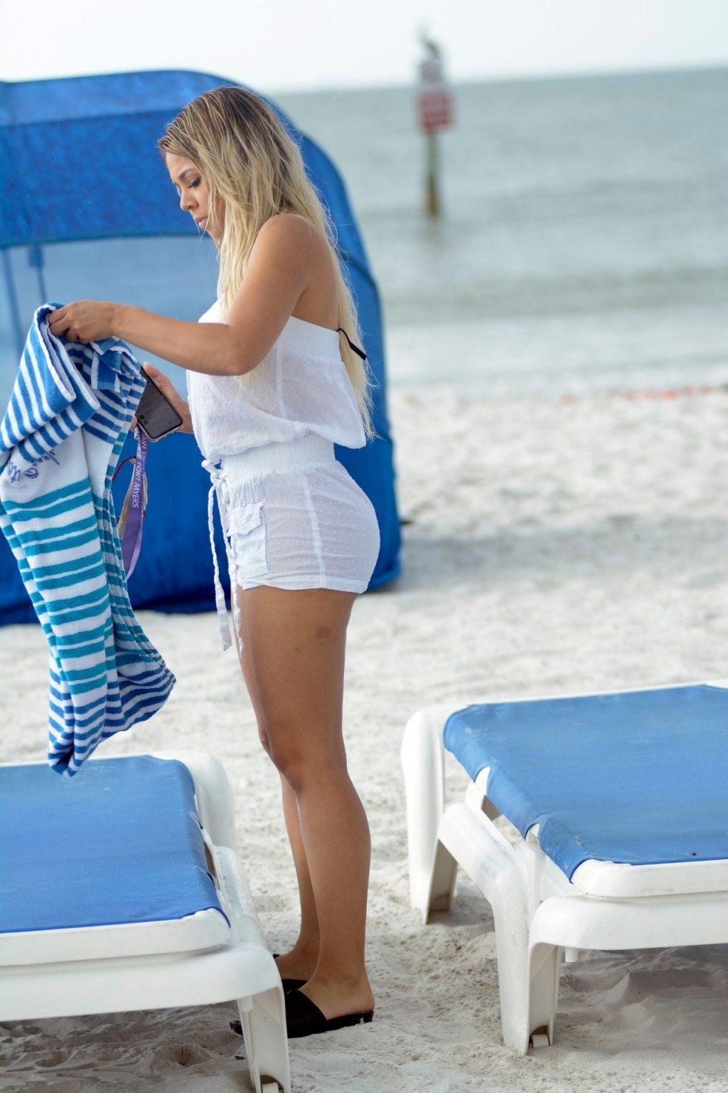 Bella Bunnie Amor Flaunts Her Sexy Curves on Miami Beach (32 Photos)