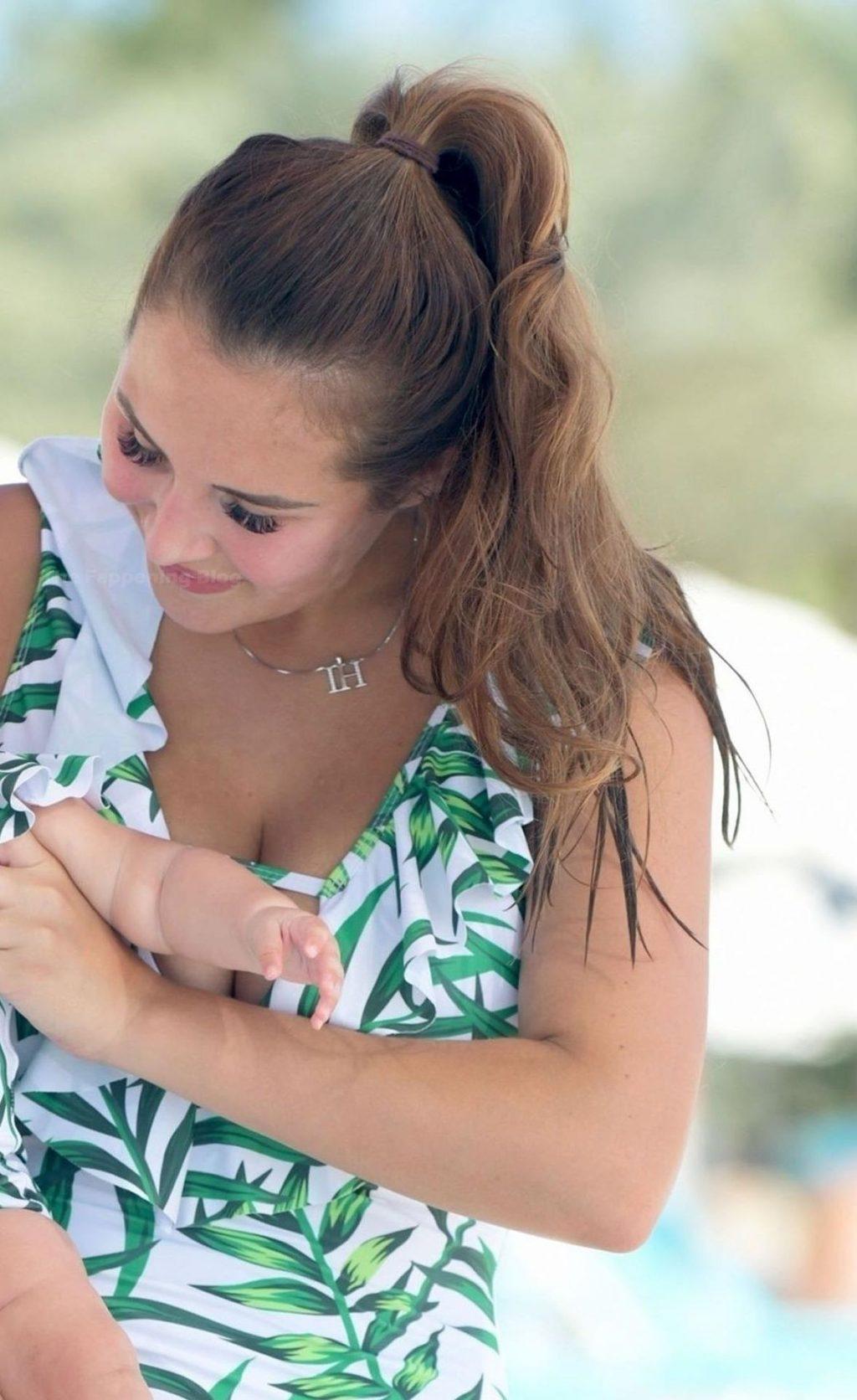 Busty Chloe Goodman is Seen in Dubai (18 Photos)