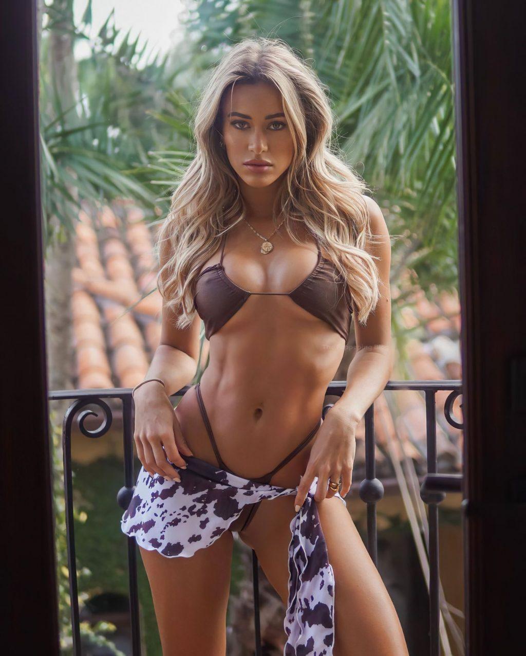 Cindy Prado Poses in a Sexy Bikini (8 Photos)