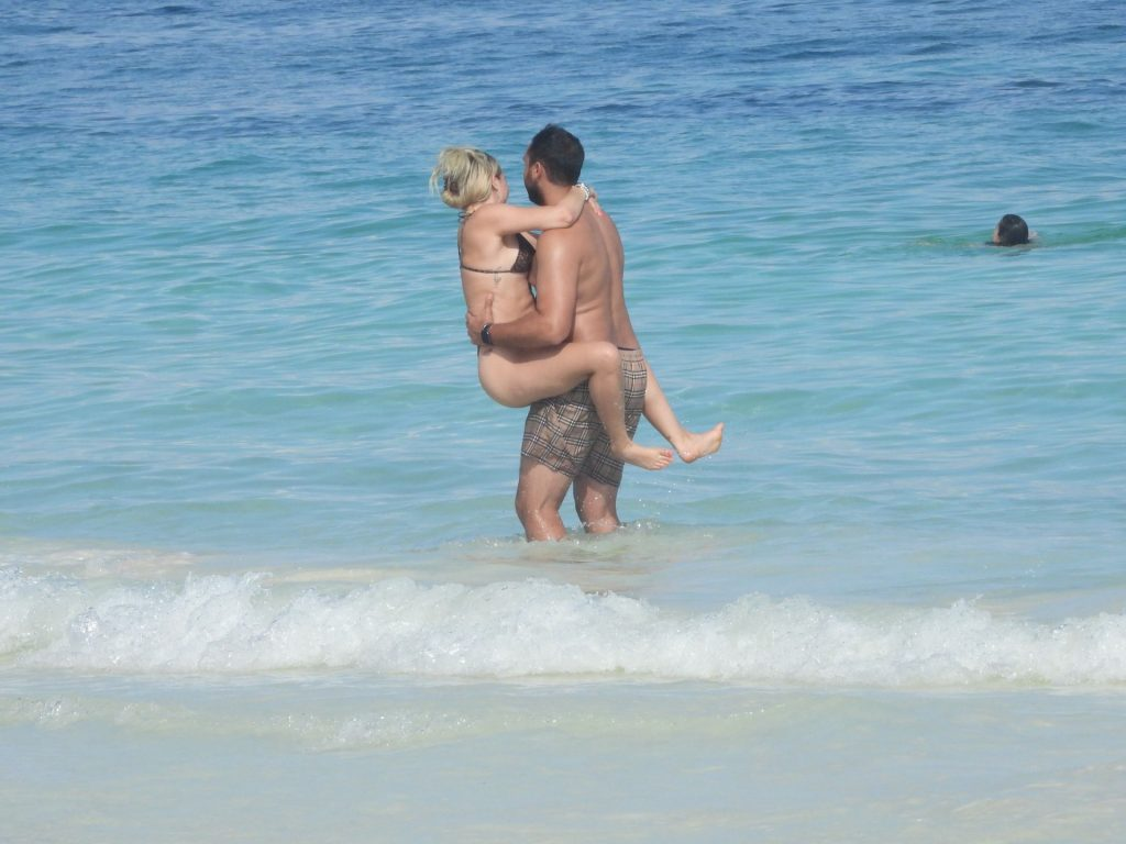 Corinne Olympios Hits the Beach in Mexico (42 Photos)