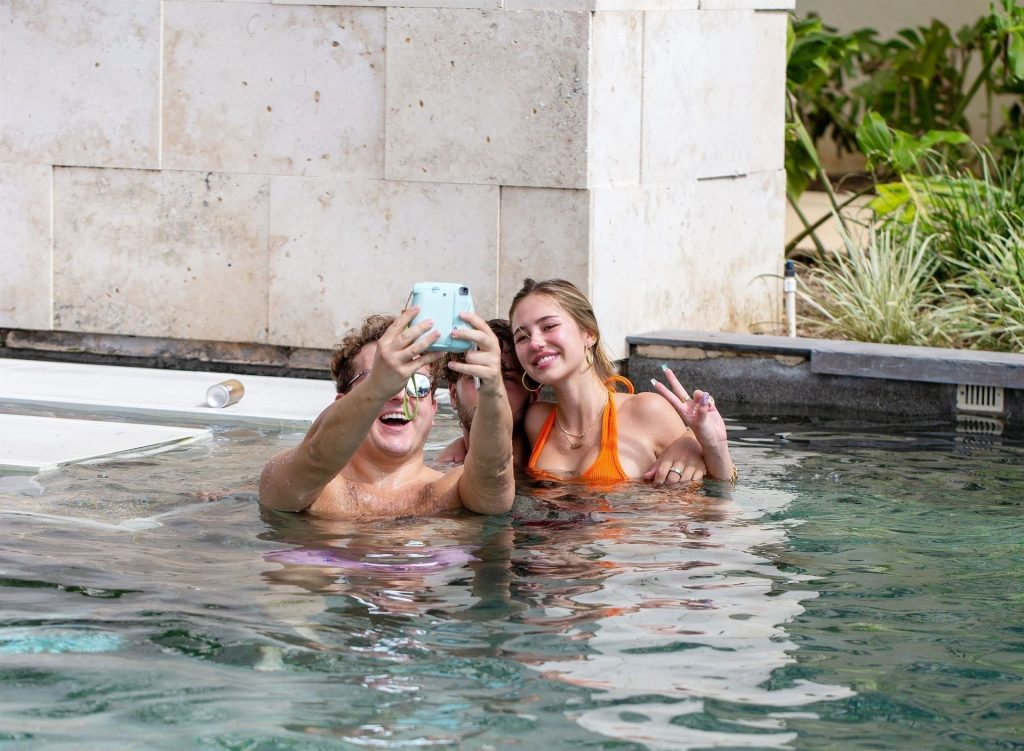 Delilah Belle Hamlin & Eyal Booker Enjoy a Mexican Getaway (11 Photos)
