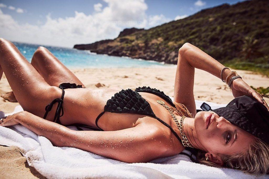 Devon Windsor Goes Topless (8 Photos)
