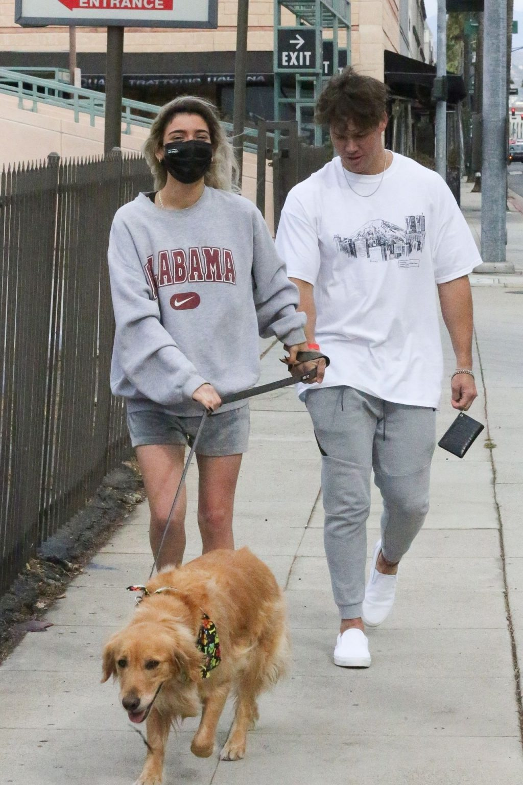 Dixie D'Amelio & Noah Beck are Seen Out on a Lunch Date (25 Photos)