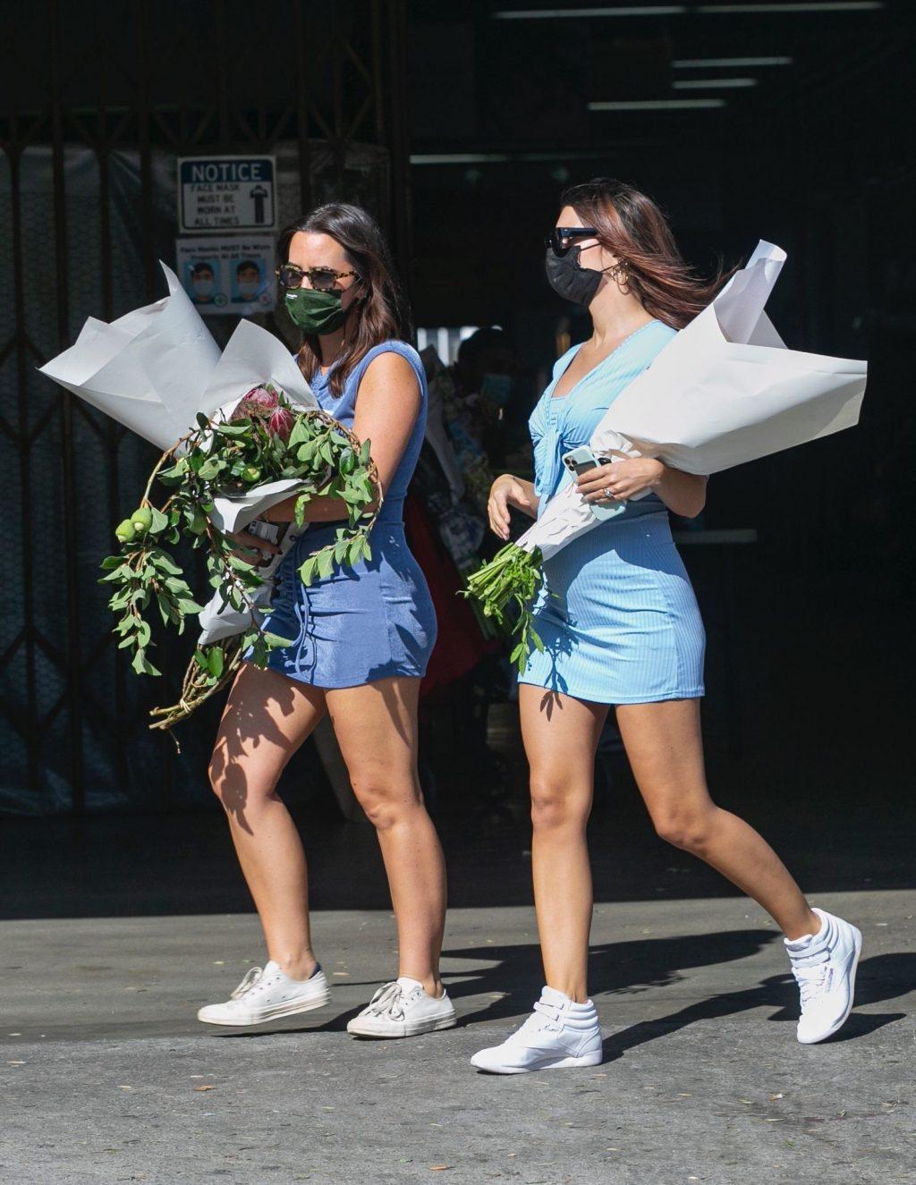 Emily Ratajkowski is Seen Shopping at the Flower Market in LA (49 Photos)