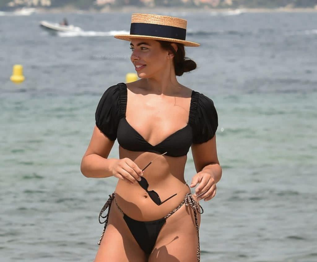 Francesca Allen Flaunts Her Sexy Figure on the Beach in Dubai (8 Photos)