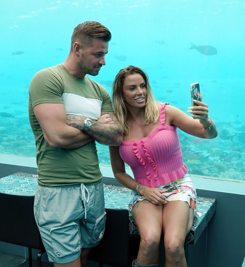 Katie Price & Carl Woods are Packing on the PDA While Visiting an Underwater Restaurant (42 Photos)
