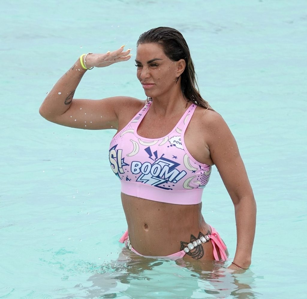Katie Price & Carl Woods Make a Splash in the Sea in the Maldives (65 Photos)
