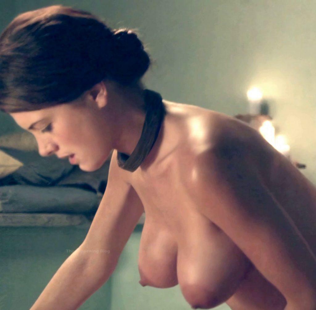 Laura Surrich  nackt