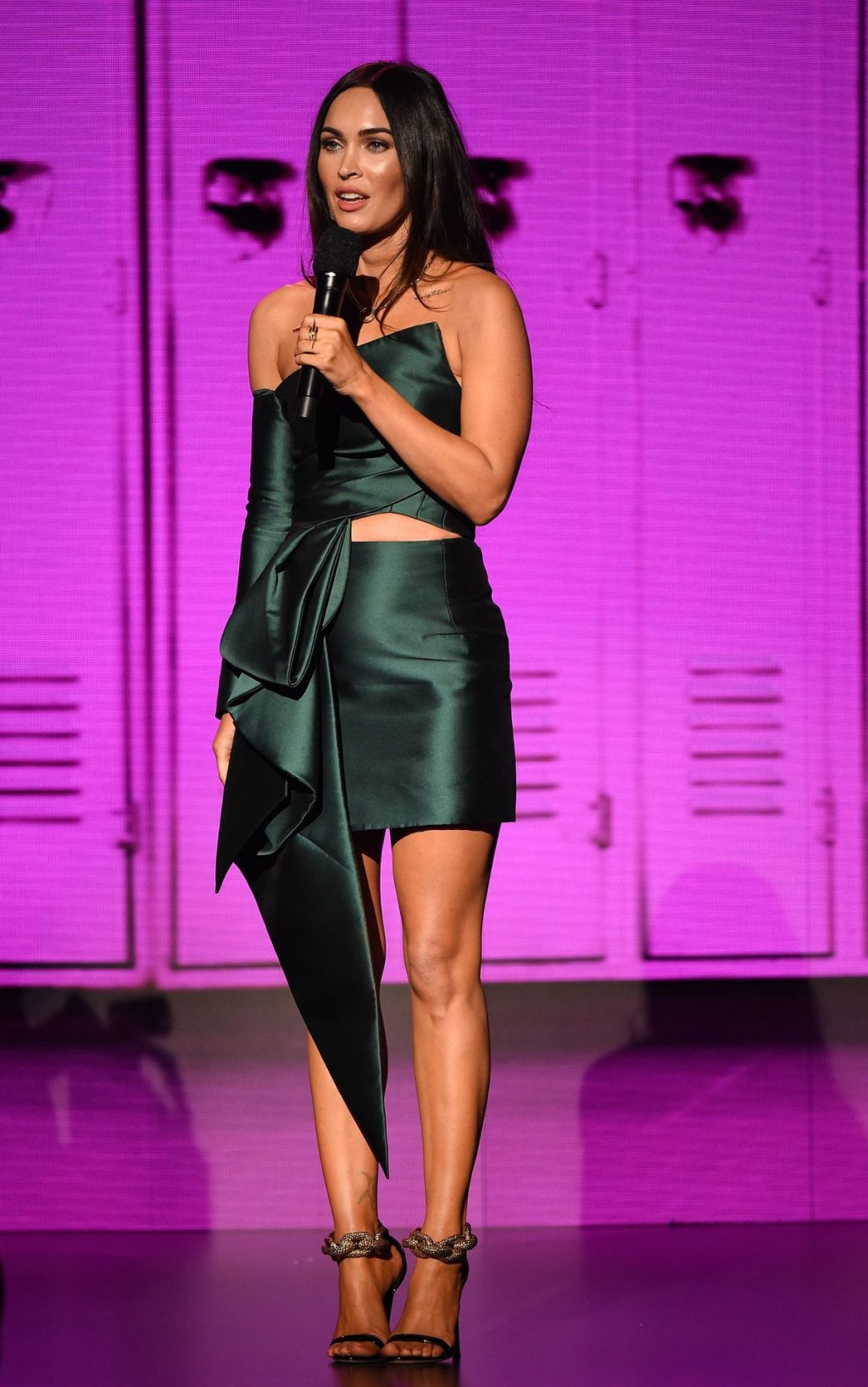 Megan Fox Displays Her Sexy Legs at the American Music Awards (10 Photos)