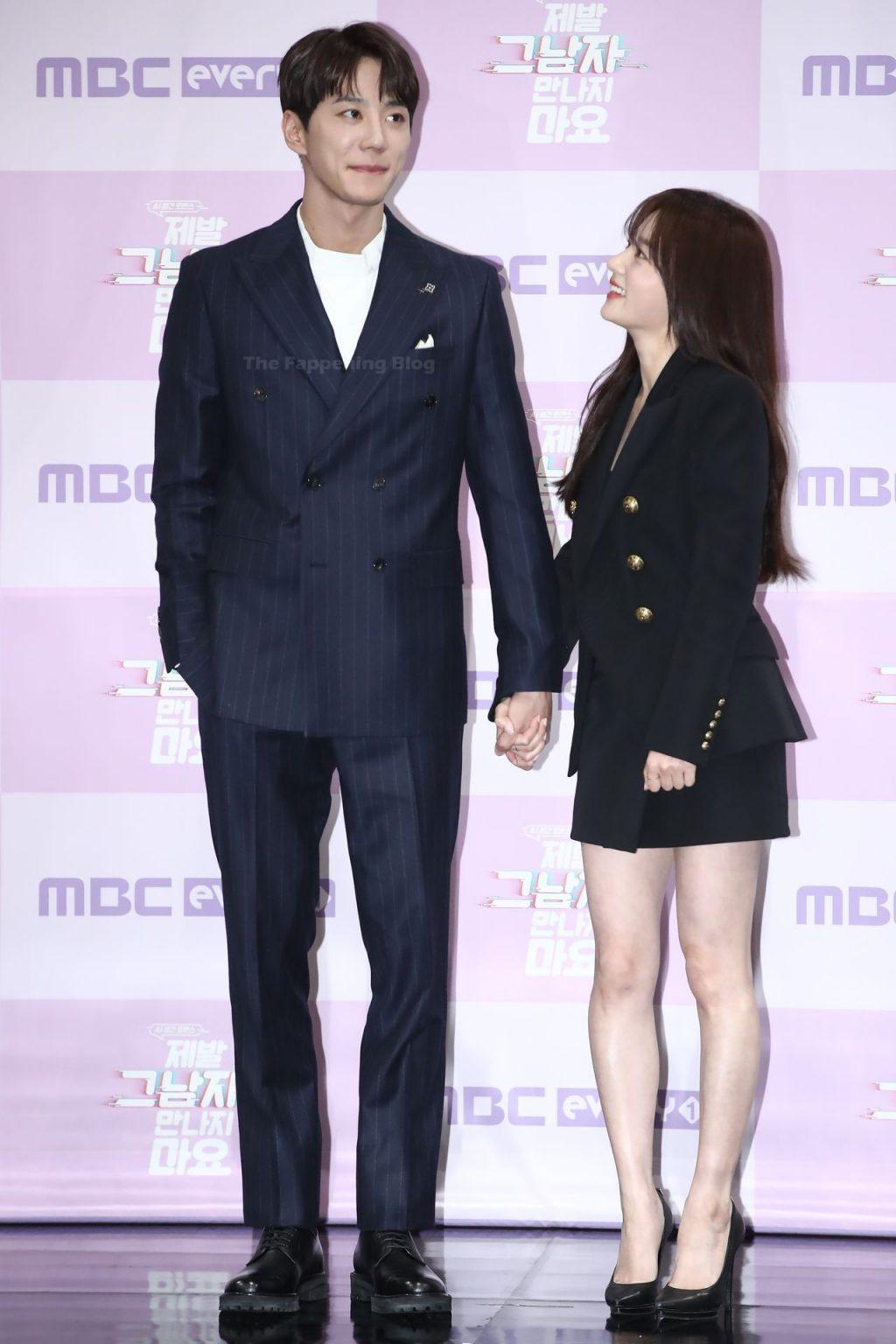 Song Ha-yoon Flaunts Her Sexy Legs in Seoul (3 Photos)