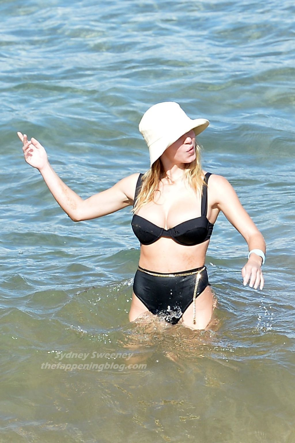 Sydney Sweeney is Spotted Packing on the PDA with a Mystery Man in Hawaii (28 Photos)