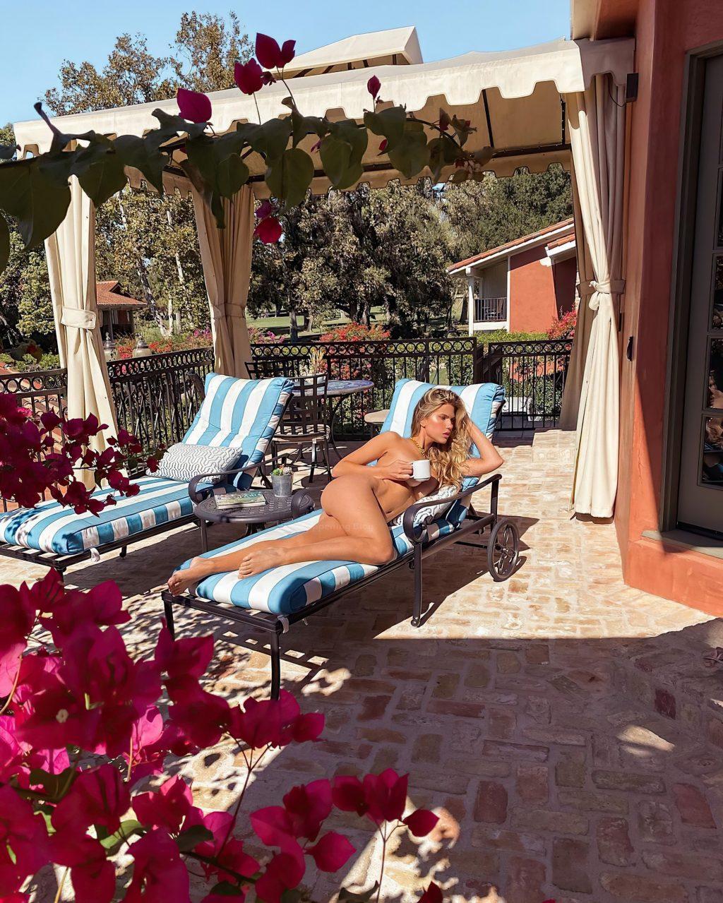 Kara Del Toro Poses Fully Naked (2 Photos)