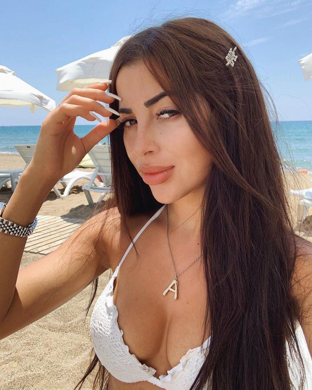 Asena Neuhoff Sexy (12 Photos)
