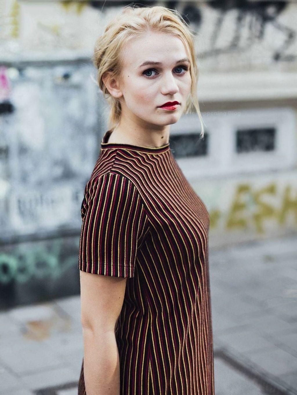 Leonie Wesselow Sexy (11 Photos)